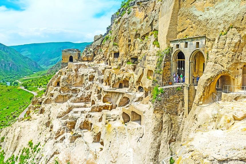 Day 5: Tbilisi – Paravani Lake – Poka – Khertvisi – Vardzia – Akhaltsikhe (280 km.)