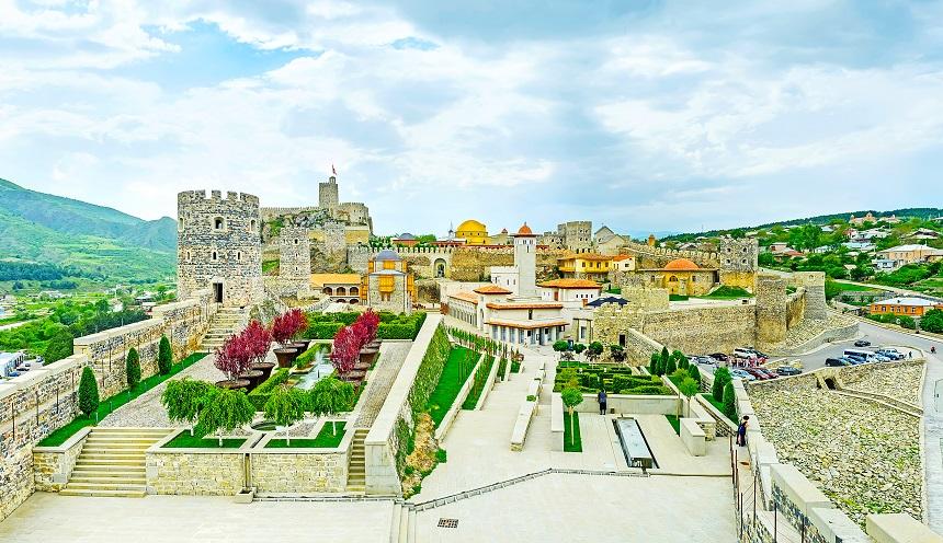 Day 6: Akhaltsikhe – Sapara – Rabati Castle – Borjomi – Gudauri (300 km.)